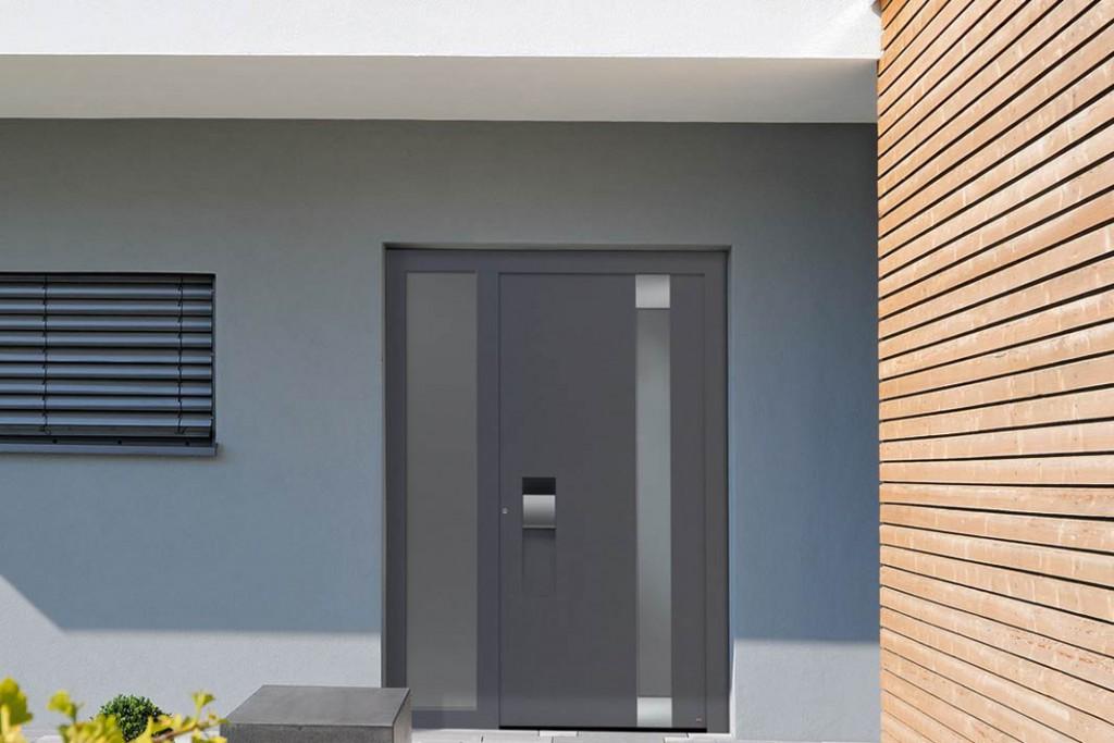 """Haustür """"ThermoCarbon"""" schafft einen Wärmedurchgangswert von bis zu 0,45 W/(m²K) und hat ein 9-faches Sicherheitsschloss. Foto: Hörmann"""
