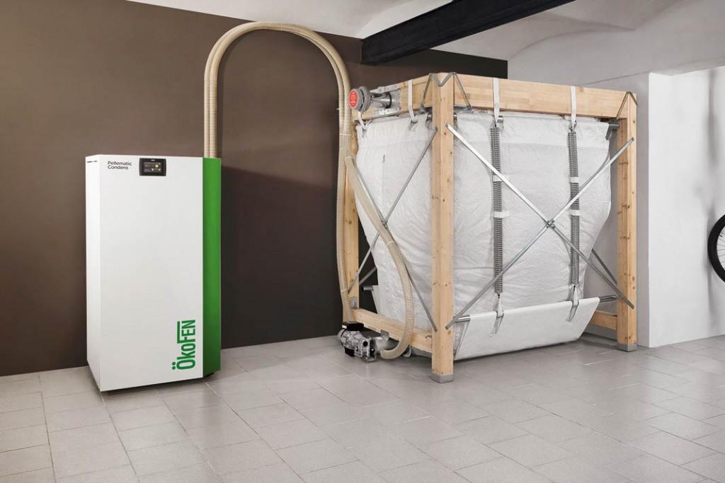 """Mit einer Aufstellfläche von nur etwa 70 x 70 cm hat der neue Pellet-Brennwertkessel """"Pellematic Condens"""" nur die Ausmaße eines größeren Kühlschranks. Foto: Ökofen"""