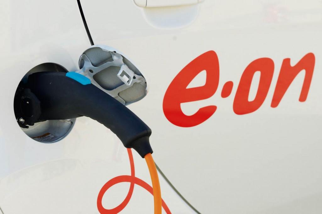 Elektroautos können als mobile Speicher nicht nur für Sonnenstrom, sondern auch für Überschüsse aus dem häuslichen Kleinkraftwerk dienen. Foto: E.ON