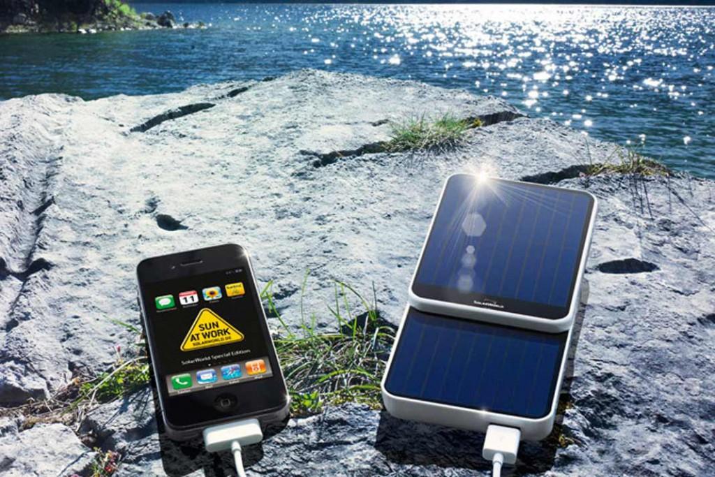 """""""SolarWorld SunCharger"""" ist gleichzeitig Stromversorgung, Ersatzbatterie und Solarladegerät in einem. Solarworld"""