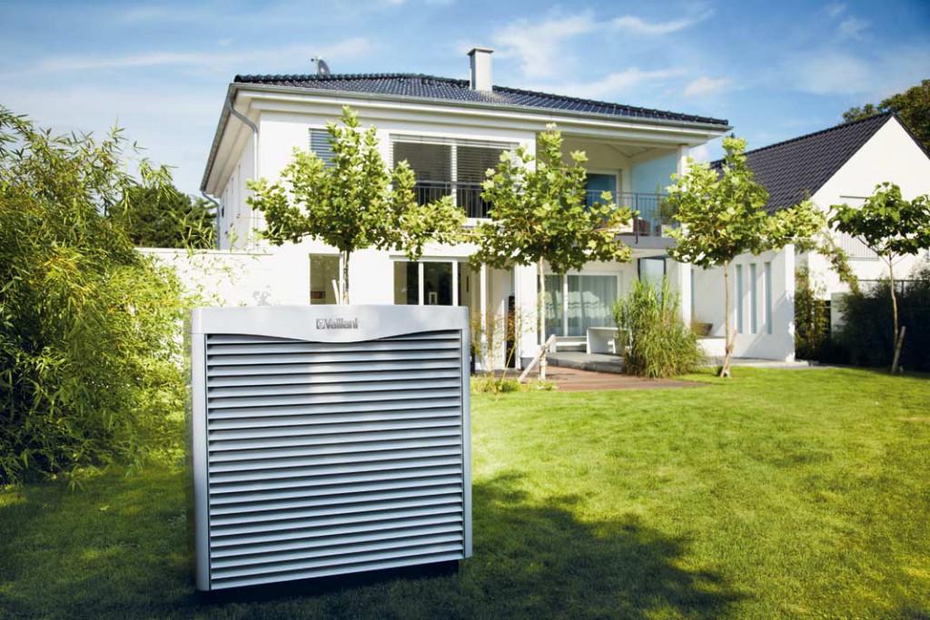 Wärmetauscher einer Luft-Wärmepumpe mit Solekreis, ohneKältemittel.