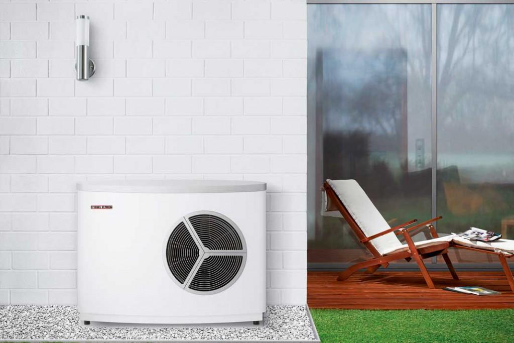 Viele bereits realisierte Energieplus- Häuser erzeugen Raumwärme und Warmwasser mithilfe einer Luft/ Wasser-Wärmepumpe. Foto: Stiebel Eltron