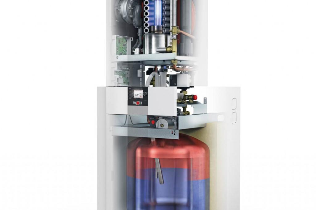 """Heizzentrale auf kleinem Raum: Die """"CGS-2L"""" besteht aus einer Gas-Brennwerttherme mit Edelstahl-Warmwasserwärmetauscher und einem Schichtladespeicher mit hoher Warmwasserleistung. Foto: Wolf"""