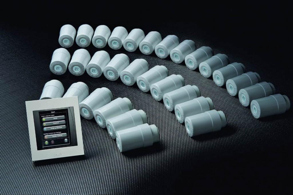 Über den Zentralregler, der per Funk mit allen Heizkörper- thermostaten des Hauses kommuniziert, können individuelle Heizzeiten programmiert werden. Foto: Danfoss