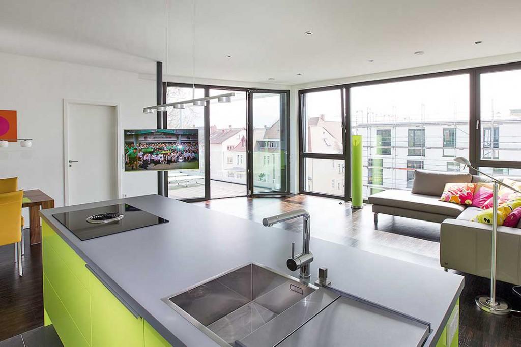 Die fast stützenfreien ehemaligen Industrieflächen erlaubten eine flexible Innenraumgestaltung mit offenen Räumen und großzügigen Wohnungen. Foto: Ökofen