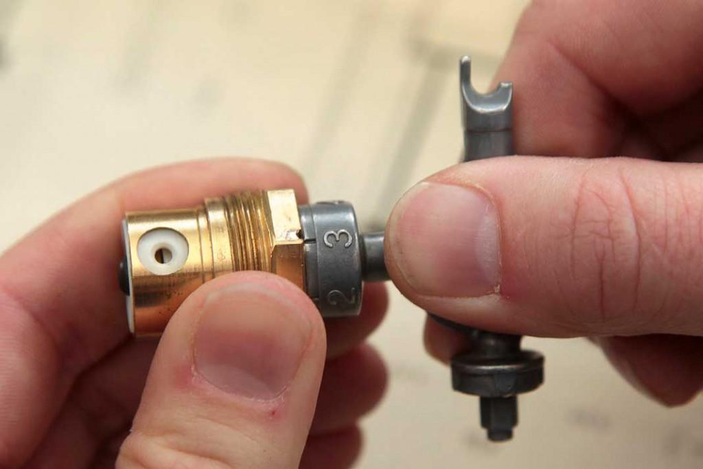 Beim hydraulischen Abgleich werden die voreinstellbaren Thermostatventile jedes Heizkörpers entsprechend der errechneten Einstellwerte neu justiert. Foto: co2 online